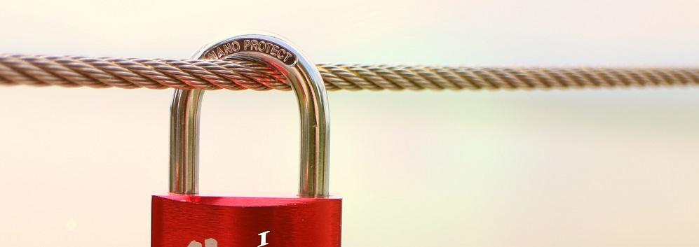 摄图网-锁在绳子上的爱情锁 - 副本.jpg